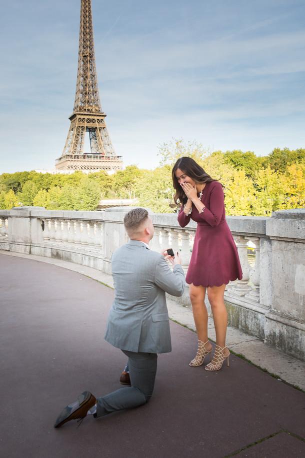 Surprise proposal at Bir-Hakeim Bridge