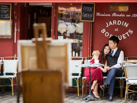 Lovely couple in Montmartre