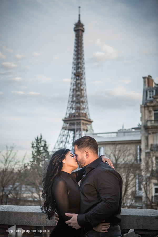 kiss at the Eiffel tower