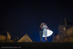 beautiful couple at le louvre