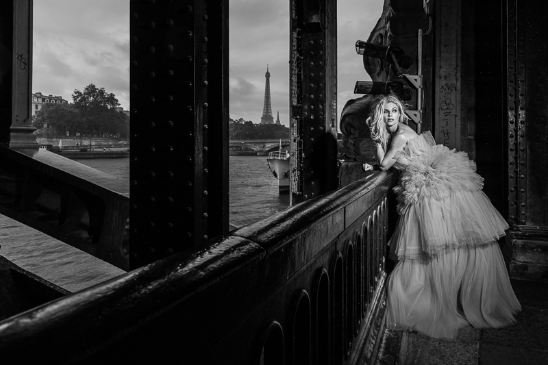 Model under Alexander III bridge Paris