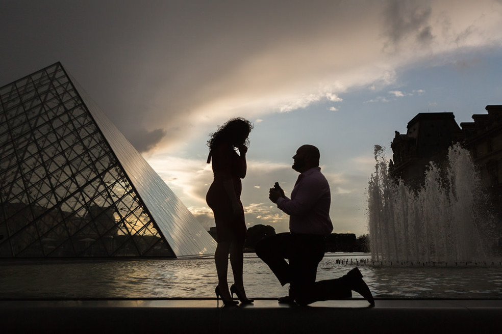 Surprise proposal at Le Louvre