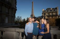 kids are kissing parents in paris