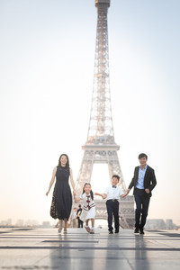 Family photo session on the Trocadero