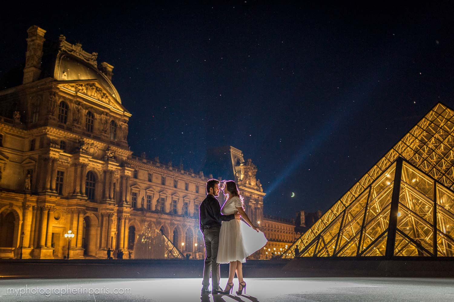 night session at le Louvre museum