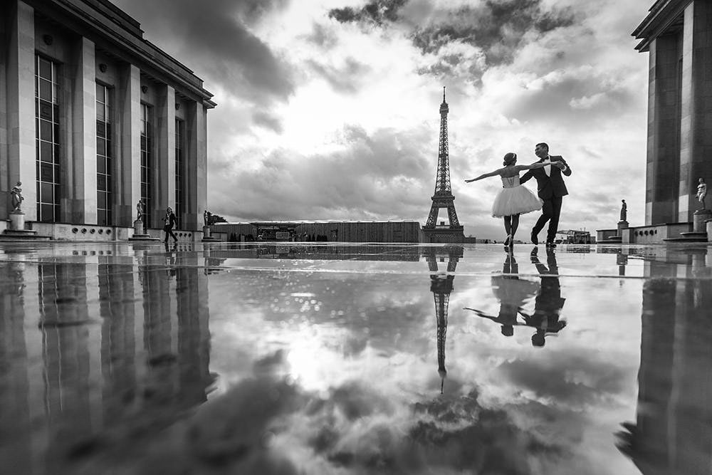 couple dance on the trocadero