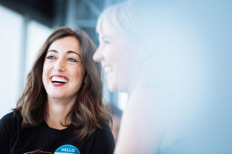 Deux femmes sourire