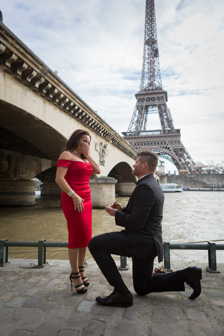 Surprise proposal at the Eiffel Tower