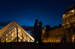 silhouette by night le louvre