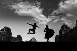 couple jump at le louvre