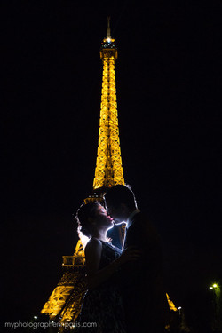 face to face at night paris