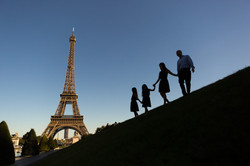 family silhouette eiffel tower