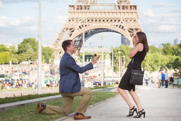 surprise-proposal-in-paris-5.jpg
