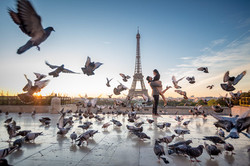 Couple with pigeons at the Trocadero