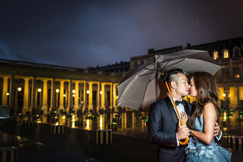 couple by night palais royal