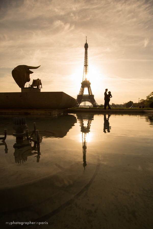 love session in front of the Eiffel tower