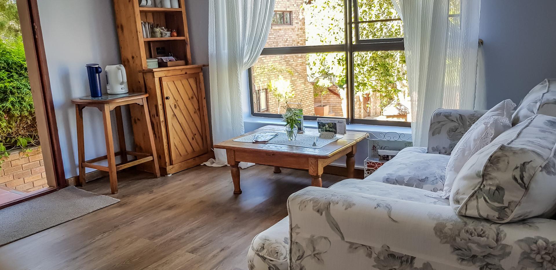 Guest Lounge 3.jpg