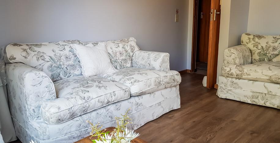 Guest Lounge 2.jpg