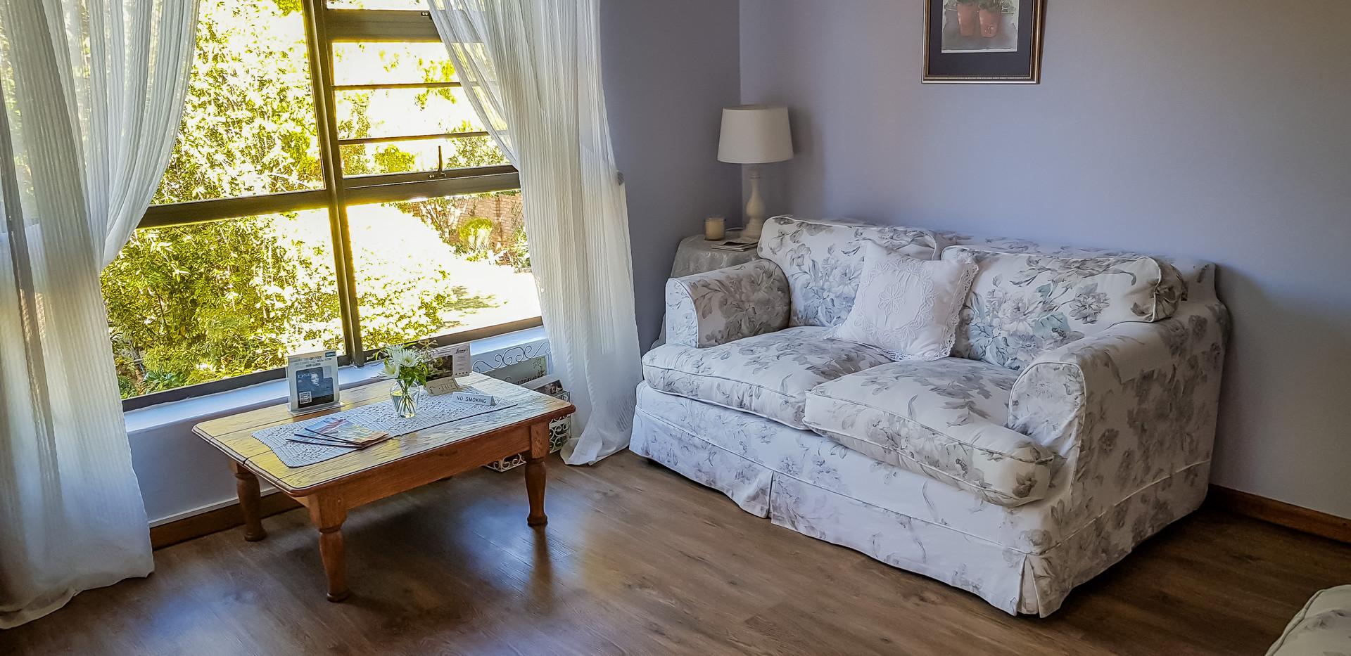 Guest Lounge 4.jpg