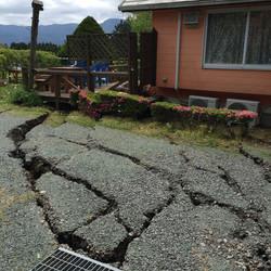 地震直後駐車場