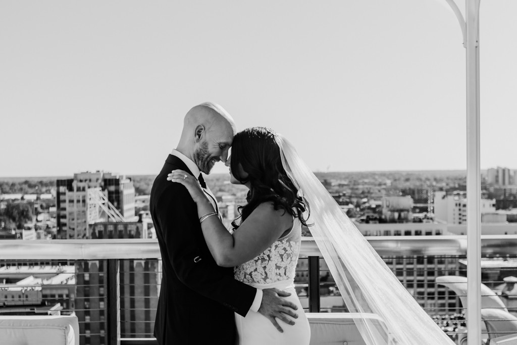 Rooftop wedding in Memphis Tennessee by Michelle Evans Art