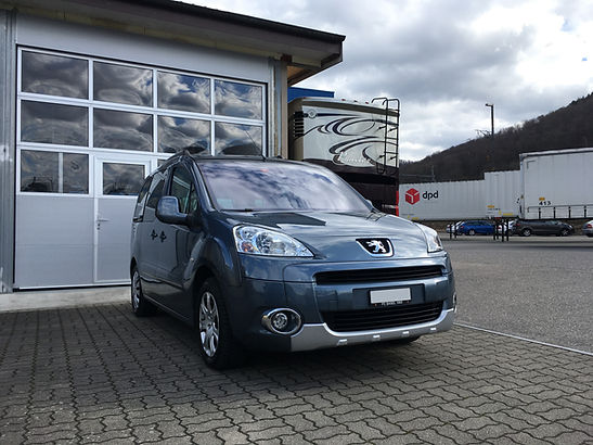 Peugeot Partner vorne.jpg