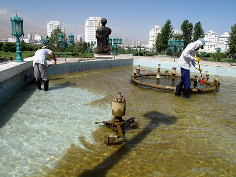 800px-Ashgabat_-_Fountain_Cleaning_(3892