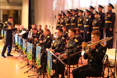"""В городе-герое Керчь была представлена новая концертная программа """"Поклонимся великим тем годам!"""", посвященная 76-й годовщине Великой Победы."""