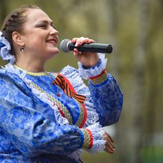 Артисты ансамбля поздравили ветерана ВОВ