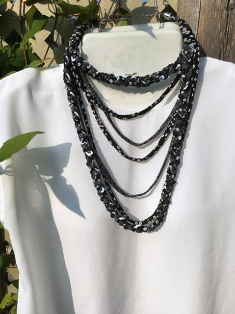 17-Collier superbe noireau semi-long