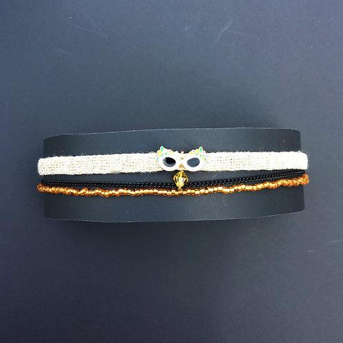 ruband or brollant , chaine noir ,billes et bille centrale