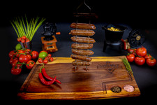 נקניקיות משופדות | sinnersMeat | מוצרי בשר איכותיים אונליין