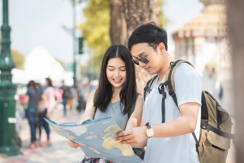 traveler-asian-couple-direction-location