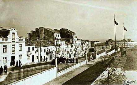 Rua da Verónica, à direita o Liceu Gil V