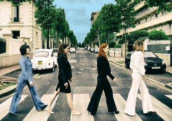 "modèles : Lily Sly, Freyia, Kitsune & Mizuko remake de la pochette de l'album ""Abbey Road"" des Beatles"