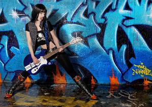 modèle : Chérie Zabbeth guitare : Di Pinto Mach IV