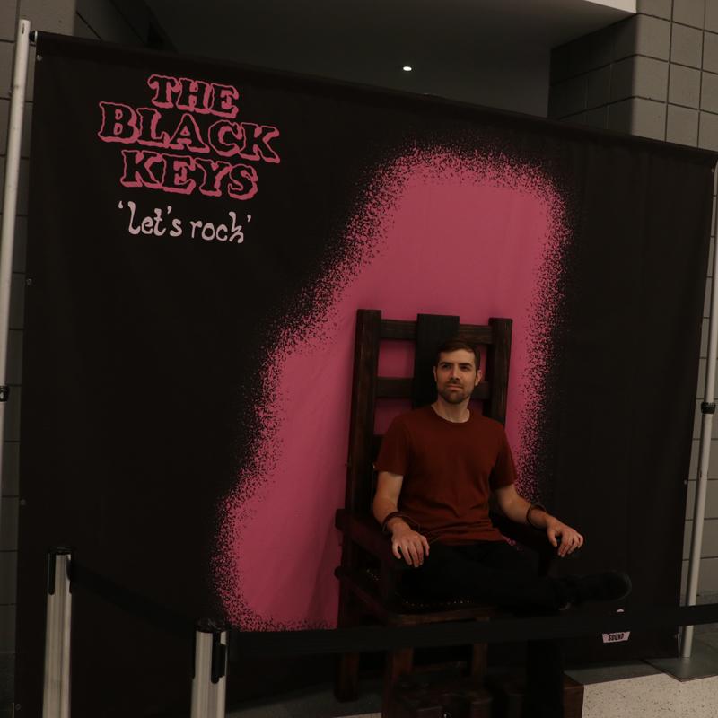 A fan w/ Black Keys Prop