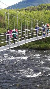 Vårforsar vid Abiskojaure. Tur det finns broar!