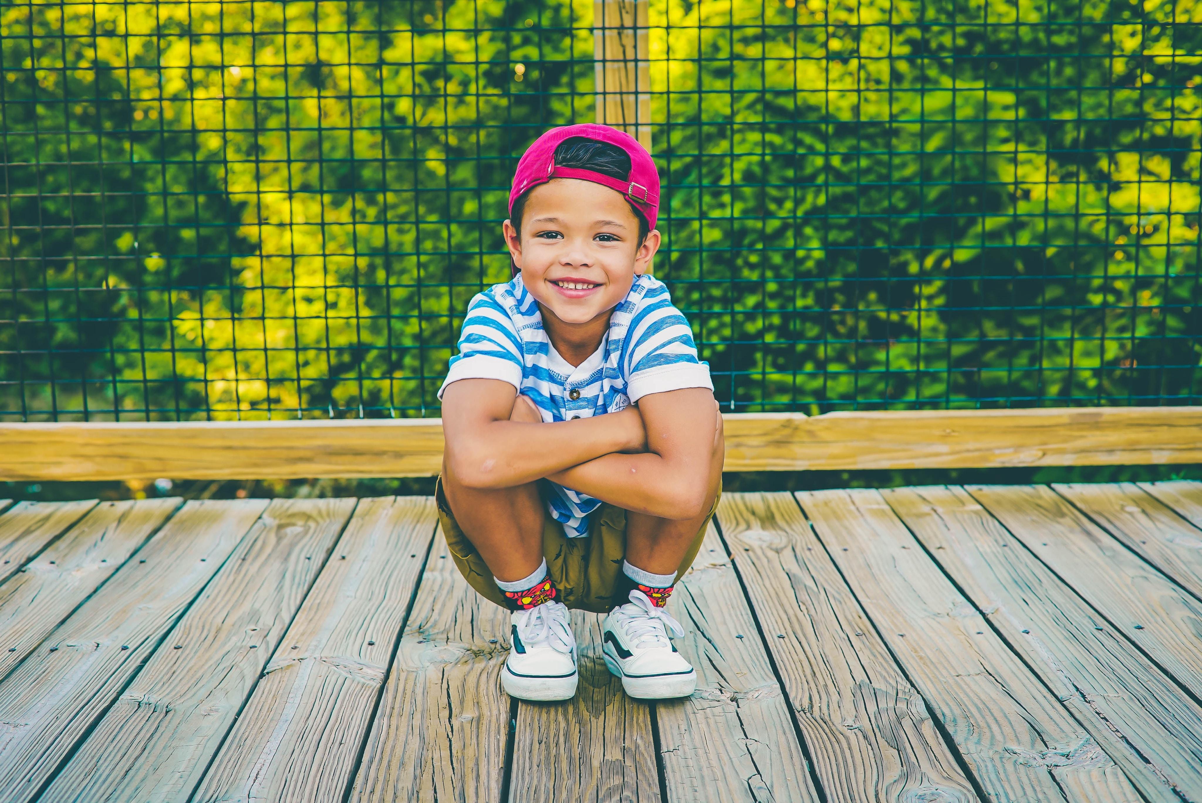 squat pink hat smile