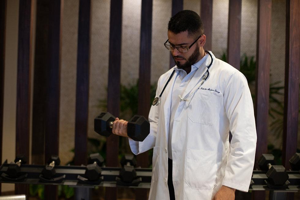 Dr. Roberto Madera Tamayo