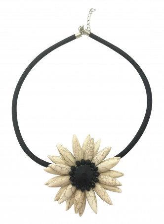 Flower Necklace Ivory