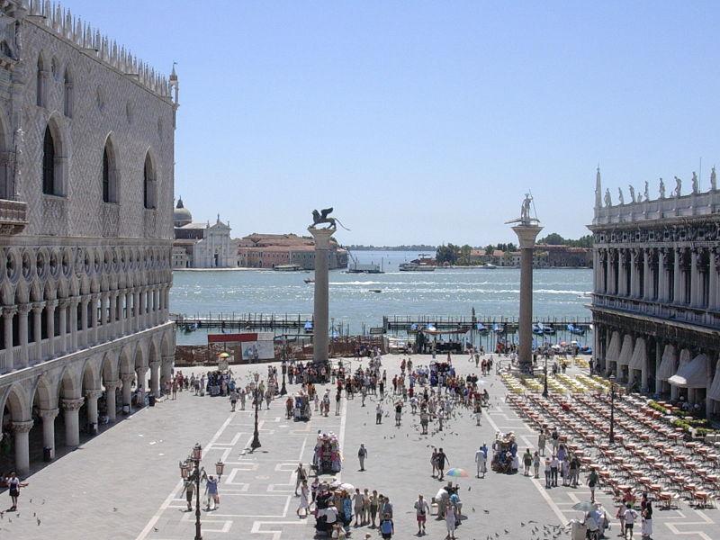 800px-Venezia_piazza_s.Marco_2