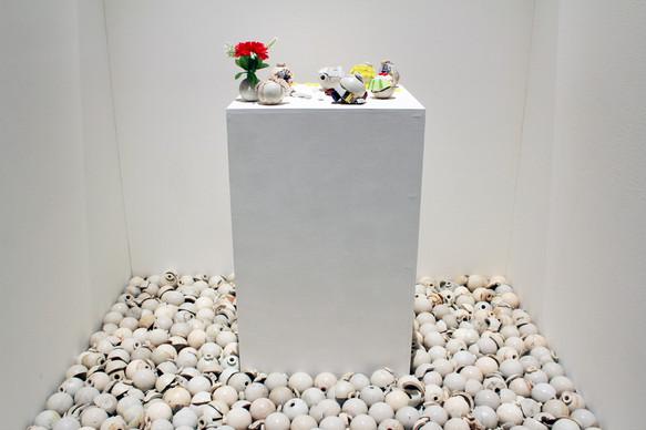 今日のザクロ 2016 陶製手榴弾、造花、ミニカー、フィギュア など