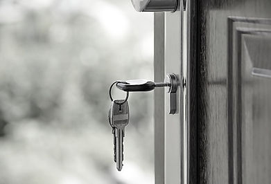 Mortgage contract and house keys