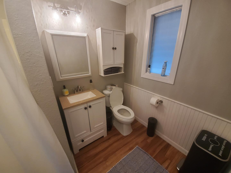 bathroom_02.jpg