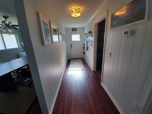 hallway001_01.jpg
