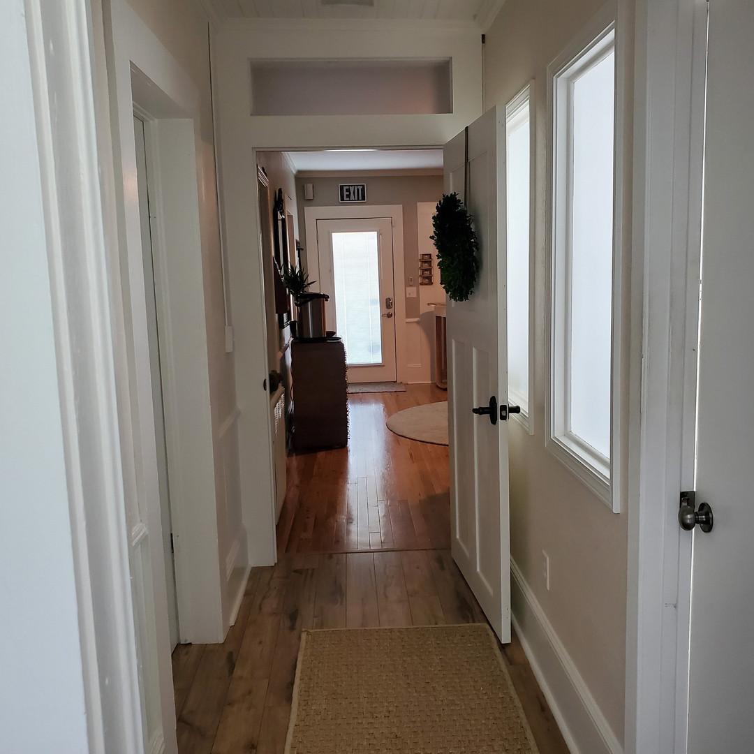 hallway002_01.jpg