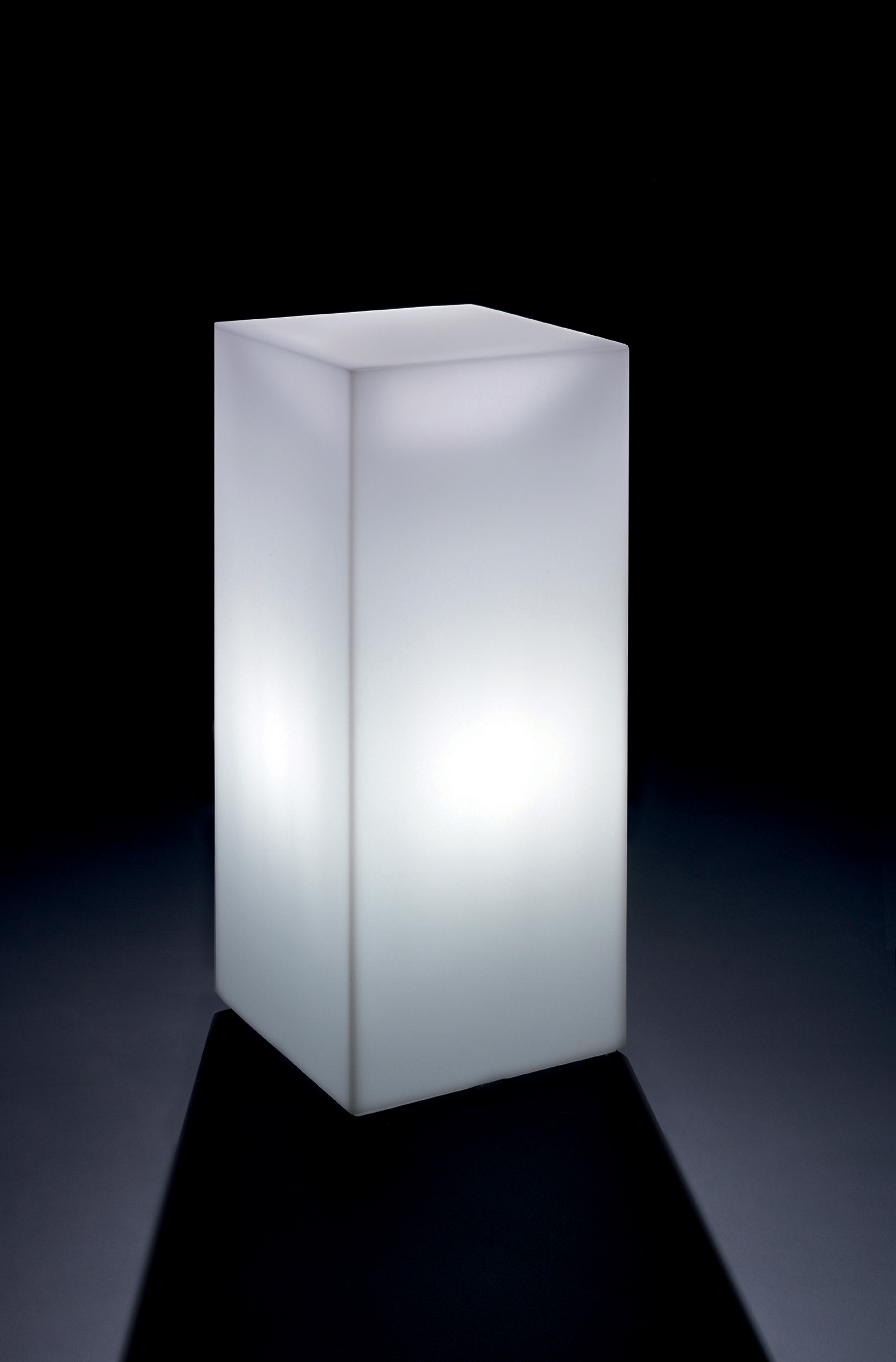 HOME FITTING CUBO ALTO CON LUCE