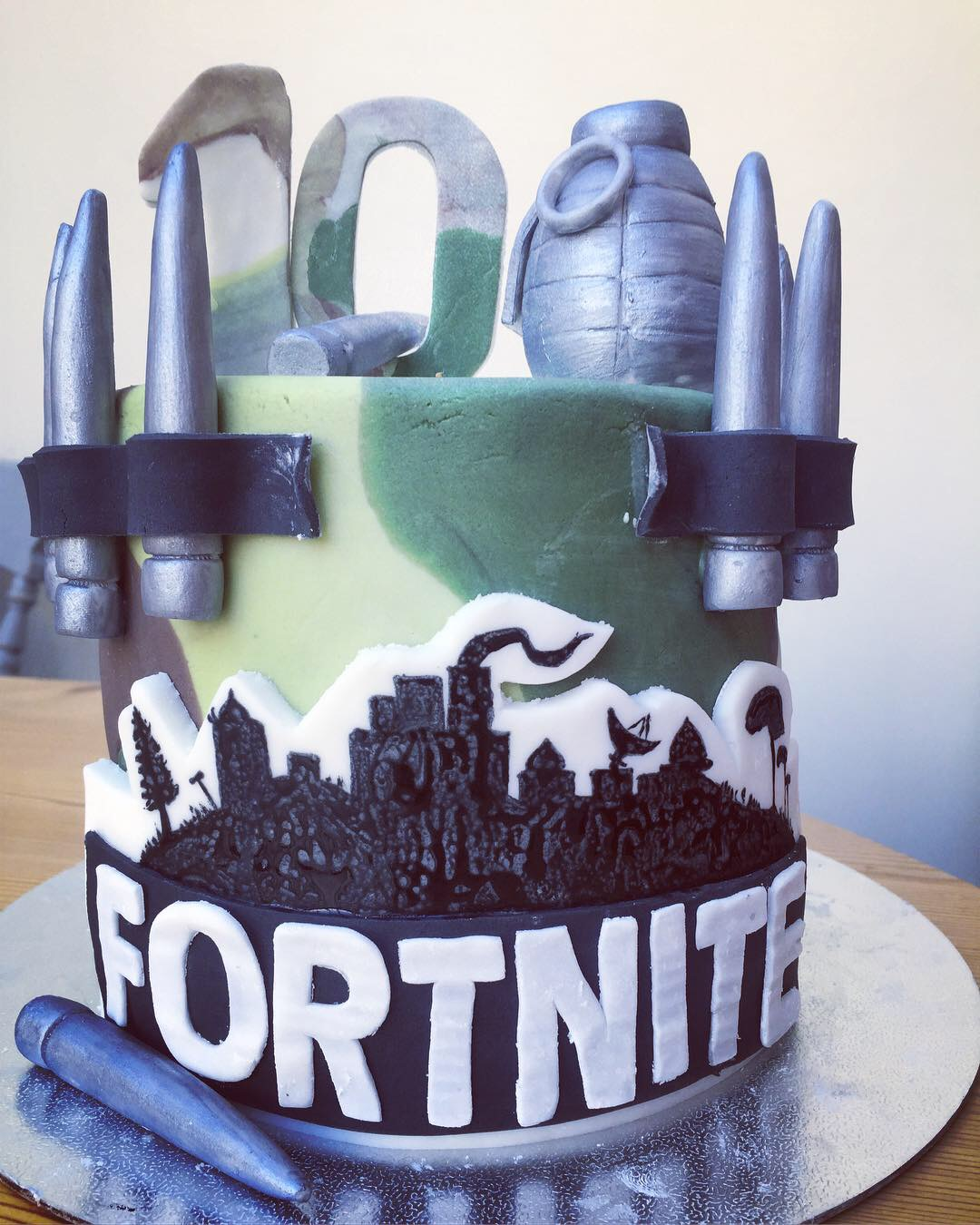 Fortnight game cake