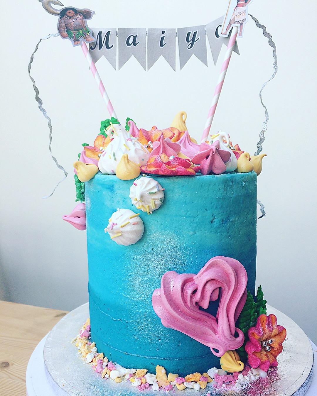 summer bunting cake